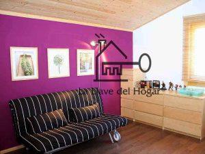 sala de estar con paredes de colores atrevidos