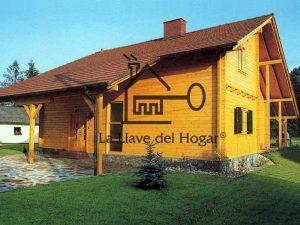amplia vivienda de madera con diseño moderno