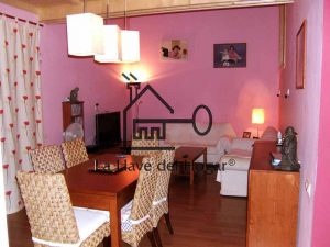 comedor estar con paredes pintada en color pastel