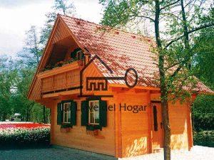 casa de madera de tronco recto estilo austriaco con balcón integrado