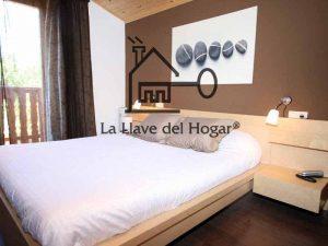 dormitorio de diseño moderno en casa prefabricada de madera