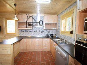 cocina americana en casa prefabricada de madera