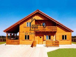 hermosa casa de madera con porche