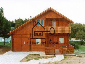vivienda con troncos rectos y garaje intregado
