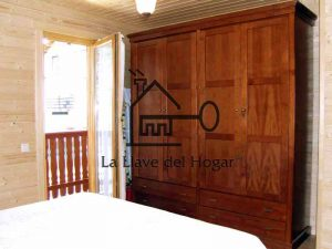 interior de una casa de madera