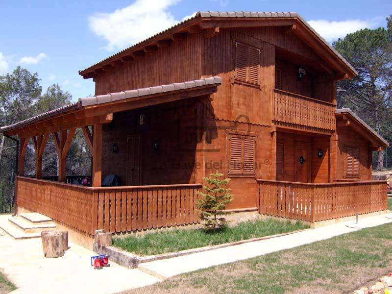 casa de madera con porche integrado