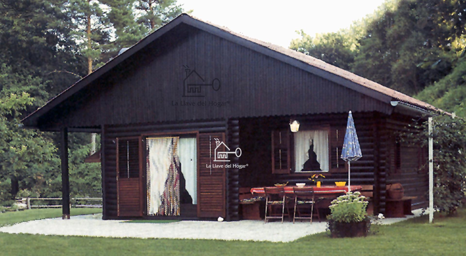 fachada principal casa de madera con troncos redondos